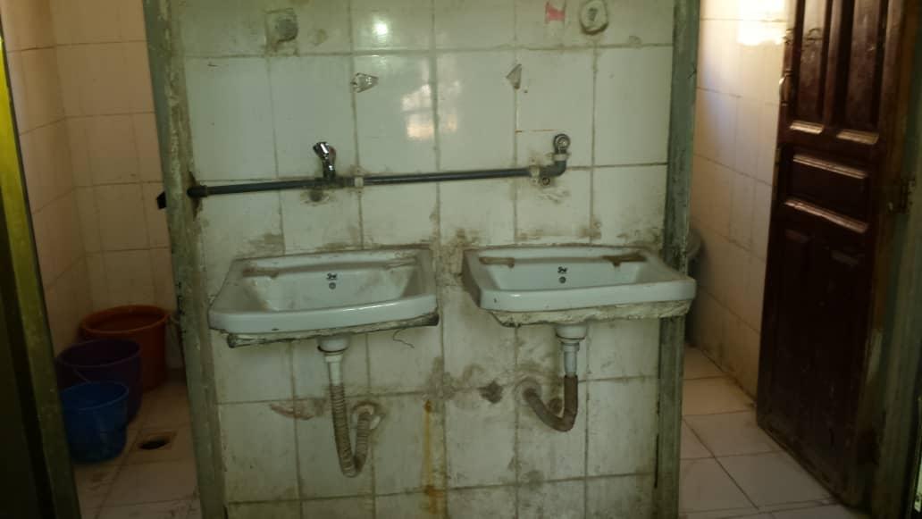 Reforma y ampliación de los baños de la escuela de Sana'a