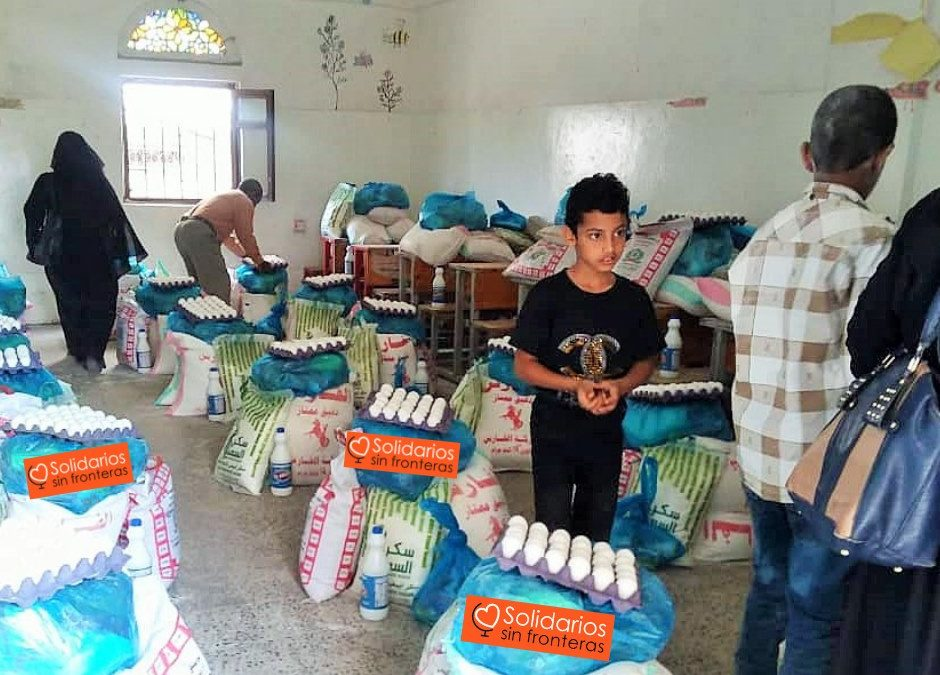 Reparto de comida para las maestras de las Escuela 3, Sana'a, Yemen