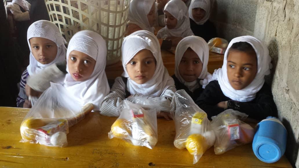 """Nuestras escuelas: las que """"Dan Comida"""" en Yemen"""
