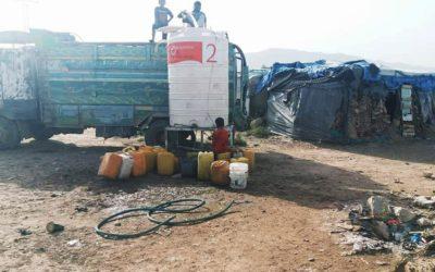 Relleno de nuestros depósitos de agua en campos de desplazados, Yemen