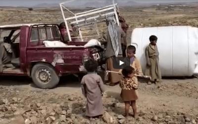 Instalación del depósito de agua nº8 en el campo de desplazados de Arhab, Yemen